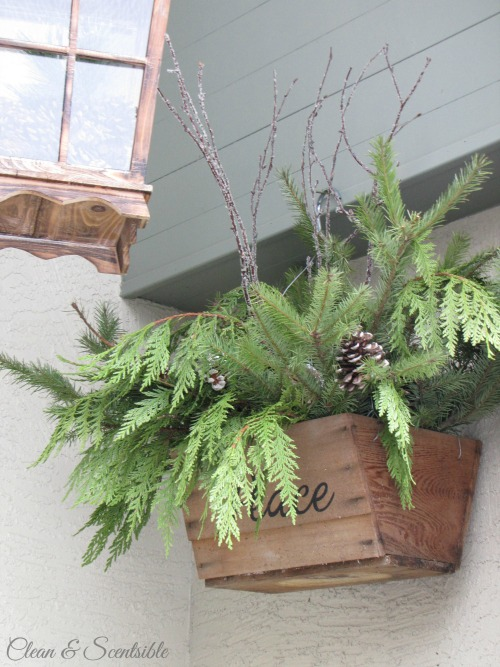 Lots of ideas to help you decorate a Christmas porch!