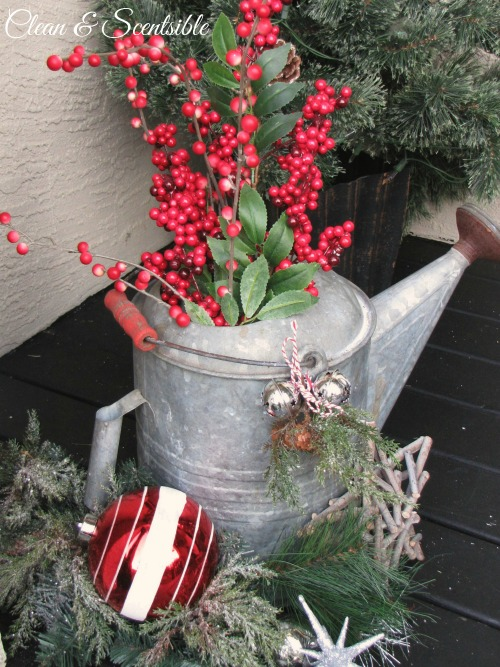 Lots of ideas for decorating your Christmas porch!