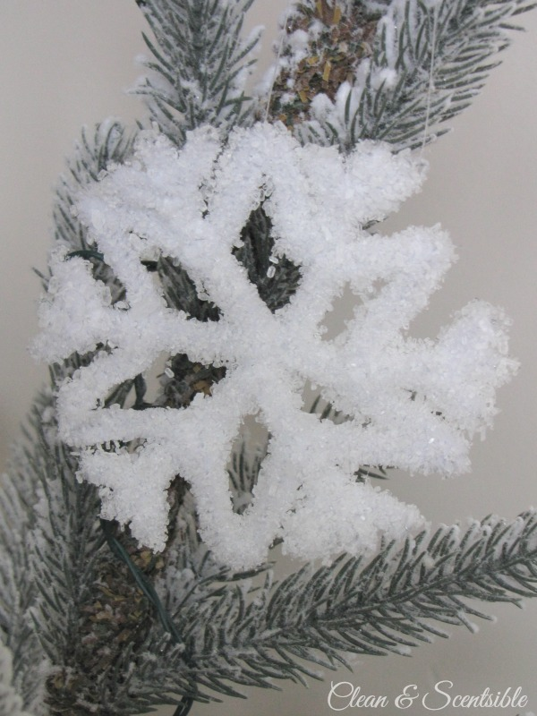 Frosted pipe cleaner snowflake ornament.