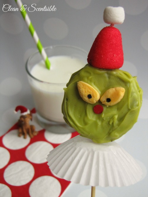 These Grinch Pops are so cute!  Fun for a night of watching The Grinch Who Stole Christmas!