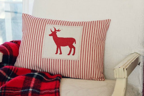 Cute deer silhouette pillow and other Christmas craft ideas.