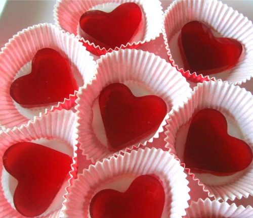 Natural heart gummies and other healthy Valentine's Day treat ideas.