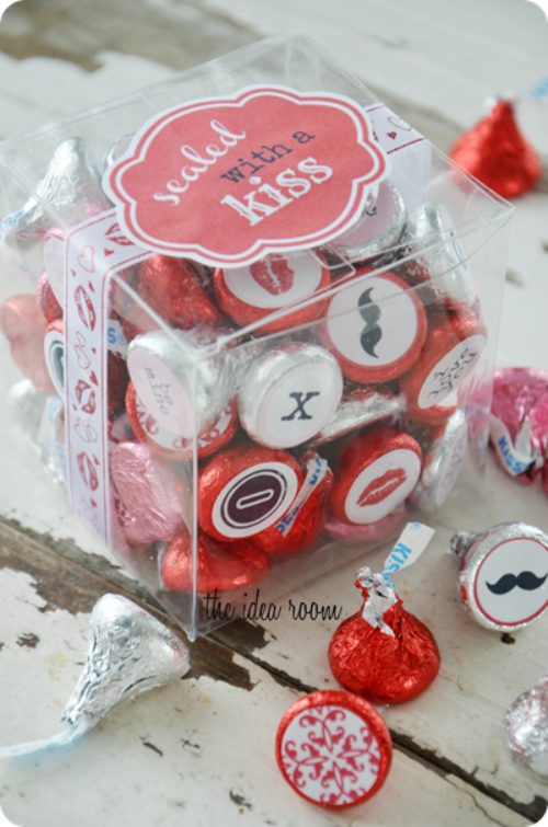 Lots of pretty Valentine's Day packaging ideas!