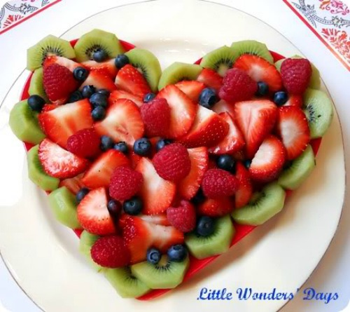 Lots of healthy Valentine's day food ideas including this heart fruit platter.