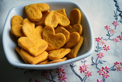 Lots of healthy Valentine's Day food ideas including these sweet potato crackers.