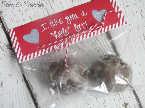 "I like you a ""hole"" lot - Valentine's Day treats with free printable."