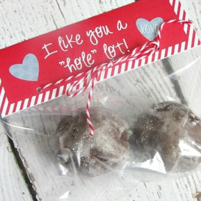 """""""I like you a 'hole' lot"""" Valentine's Day treat toppers for donut holes."""