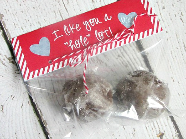 """I like you a 'hole' lot"" Valentine's Day treat toppers for donut holes."