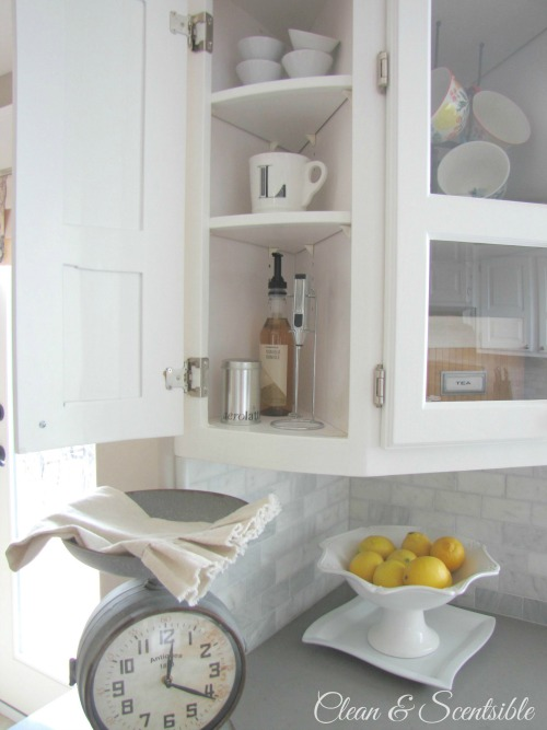 Great post on how to organize your kitchen cabinets!