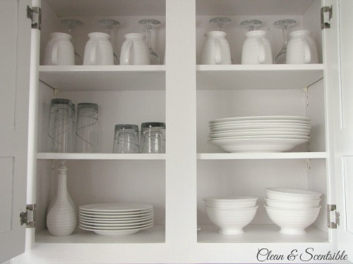 Awesome post on how to organize your kitchen cabinets!