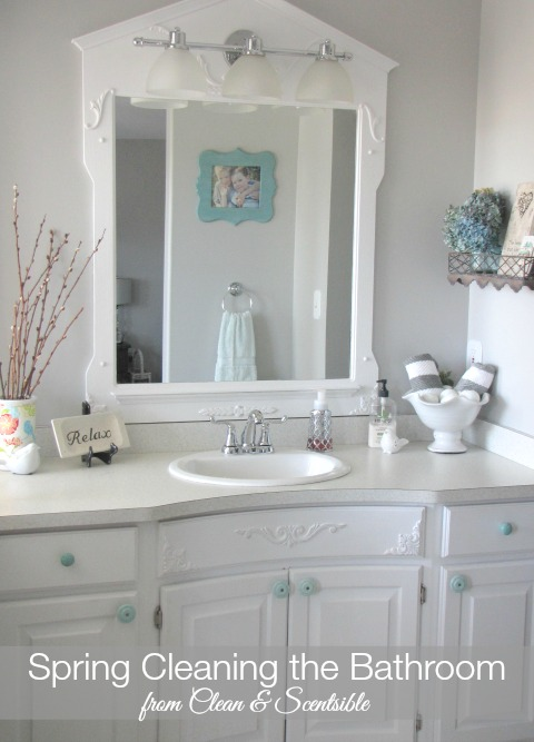 Spring cleaning the bathroom - Tips, tricks, and a free printable to get your bathroom sparkling!