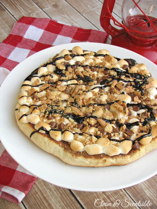 S'mores Pizza - Perfect for backyard campouts or summer parties!  Done right on the grill!