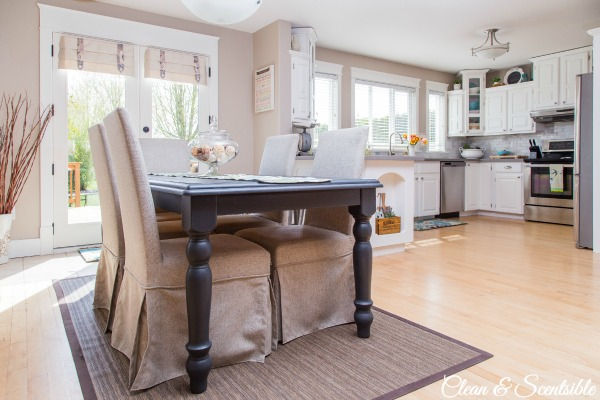 Love this open kitchen and dining space.