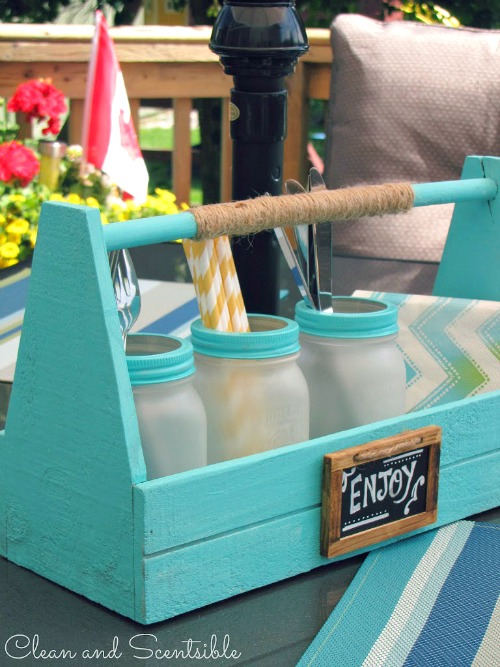 Picnic caddy with frosted mason jars and 100 other fun summer ideas!