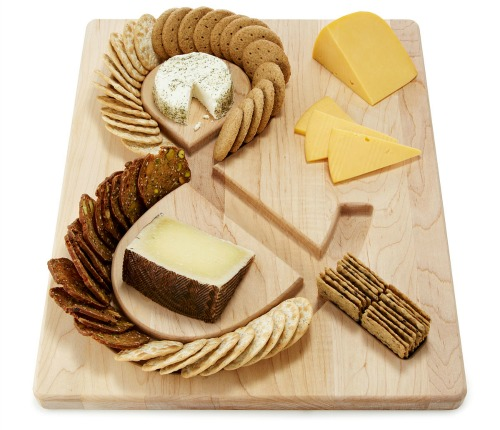 This cracker and cheese platter is so fun and unique!