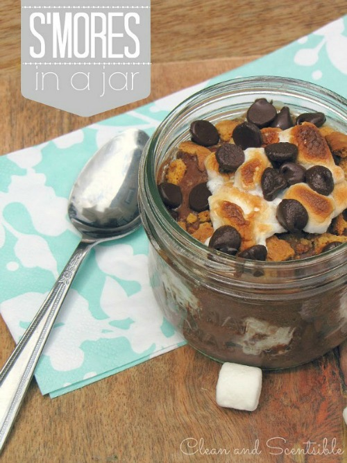 S'mores in a jar - a fun twist on the summer classic and perfect for picnics!