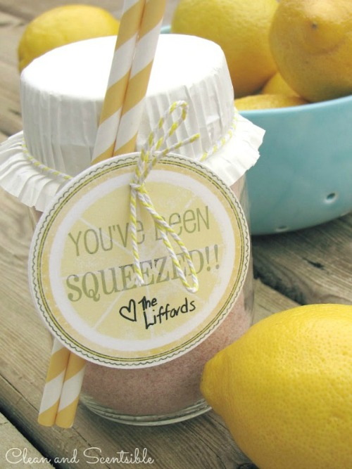 Lemonade in a Jar hostess gift with free printable.