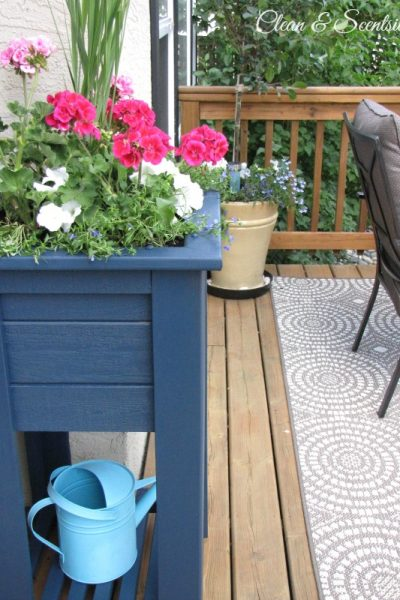 Wooden planter makeover using Behr Premium solid colour weather proofing in Atlantic.