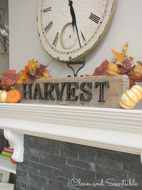 Beautiful fall home tour with lots of fall decor ideas! // cleanandscentsible.com