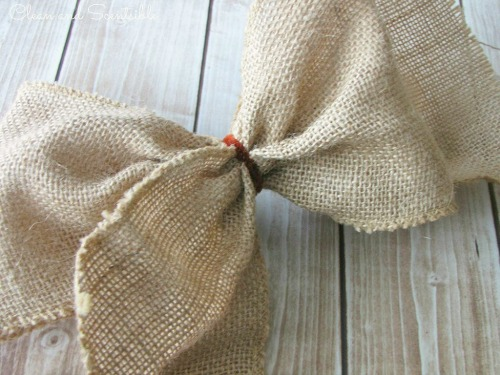 DIY Easy Burlap Wreath Tutorial. // cleanandscentsible.com