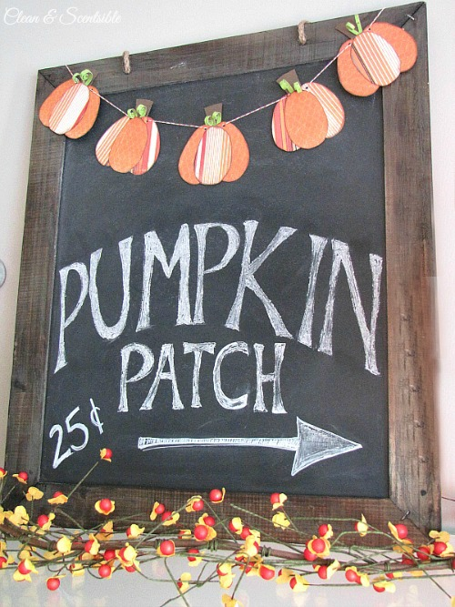 Cute fall chalkboard and mini pumpkin bunting. // cleanandscentsible.com