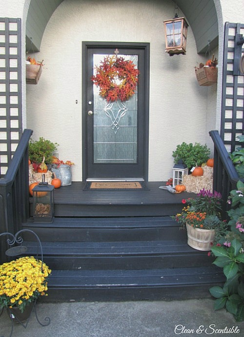 Easy Fall Front Porch Ideas!  // cleanandscentsible.com