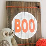Simple and easy rustic Halloween sign. // cleanandscentsible.com