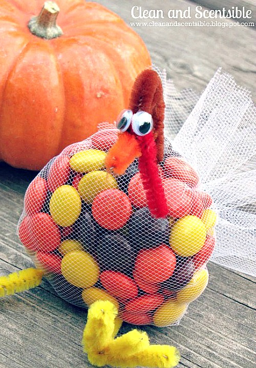 Cute Thanksgiving Treat Idea and lots of other delicious Thanksgiving dessert ideas. // cleanandscentsible.com