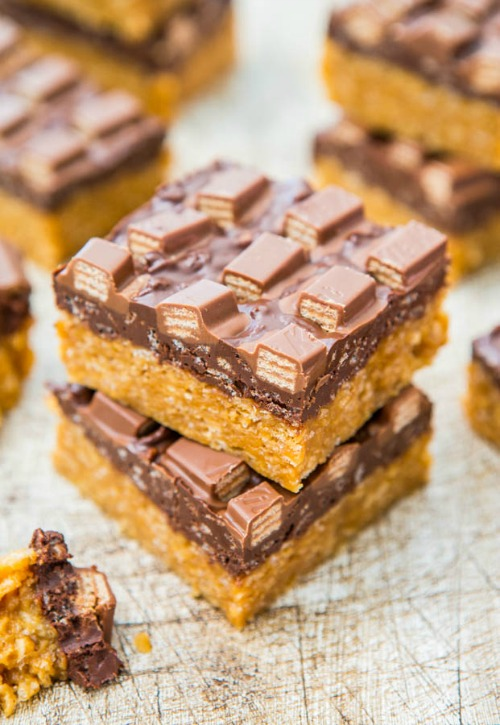 Delicious candy bar recipes - perfect for all of that leftover Halloween candy! // cleanandscentsible.com