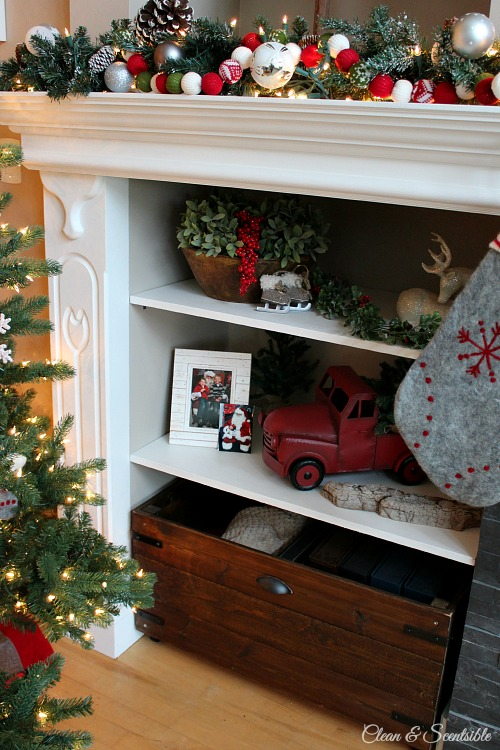 Beautiful Christmas home tour with lots of great decorating ideas. // cleanandscentsible.com