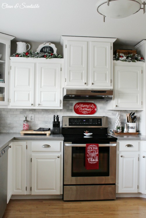 Beautiful Christmas kitchen in red and white.