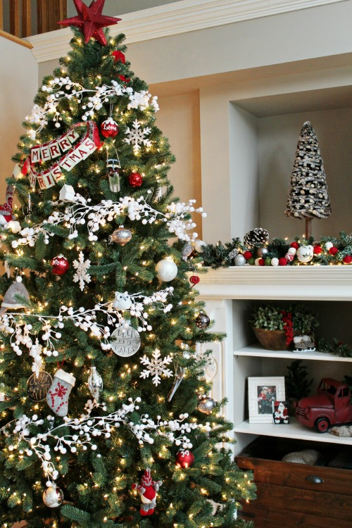 Christmas home tour clean and scentsible How to hang garland on a christmas tree