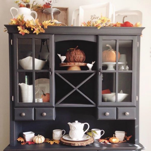 Beautiful fall and Thanksgiving tablescape and dining room ideas! // cleanandscentsible.com