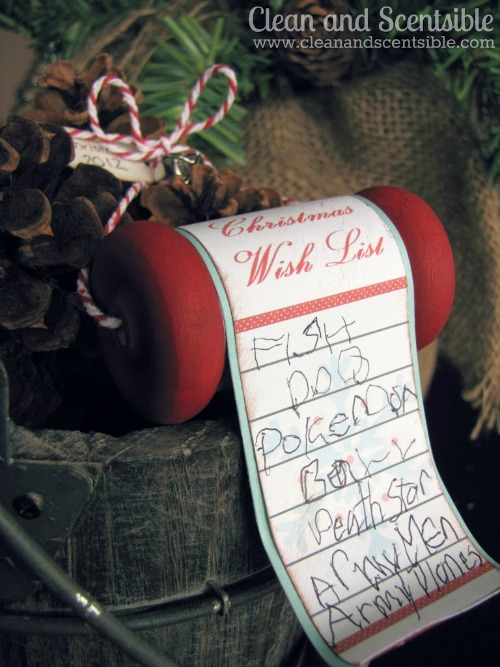 Christmas wish list ornament with free printable. //cleanandscentsible.com