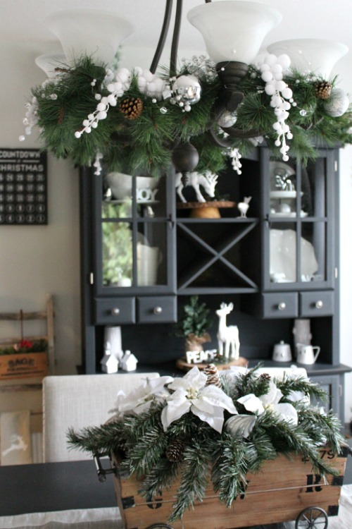 Beautiful Christmas Dining Room With Lots Of Decor Ideas For Your Home Cleanandscentsible