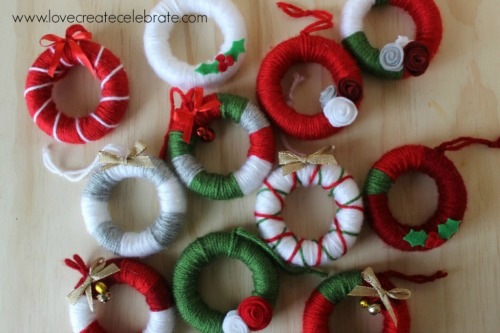 Simple yarn wreath party favors for your guests to take home to use as ornaments.  These would also be cute as present toppers!
