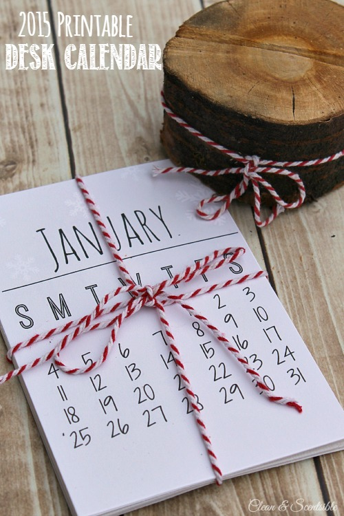 Free Printable Desk Calendar for 2015. Makes a great gift idea!