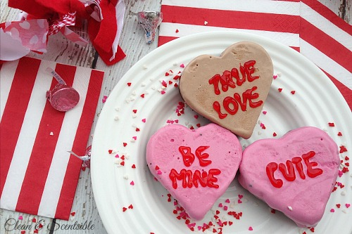 Valentine's Day Ice Cream Love tarts!. These are so cute and super easy to make! // cleanandscentsible.com