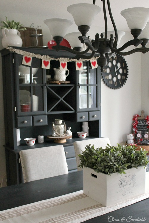 Love all of these simple Valentine's Day decor ideas! // cleanandscentsible.com