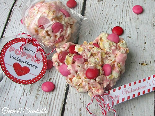 These Valentine's Day popcorn pops make a fun Valentine's treat!  Free printables included.  // cleanandscentsible.com