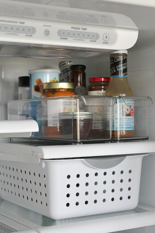 Excellent post on how to clean your fridge! Everything you need to know!