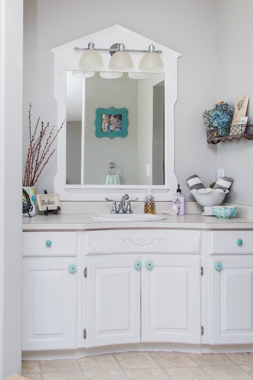 Beautiful and functional bathroom storage ideas.  Love these!  // cleanandscentsible.com