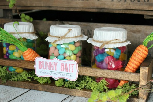 Cute Easter mason jar display with free printable Bunny Bait tag. // cleanandscentsible.com