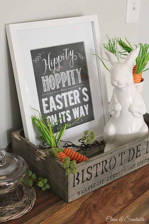 I love this cute Easter vignette! Free Easter printable included!