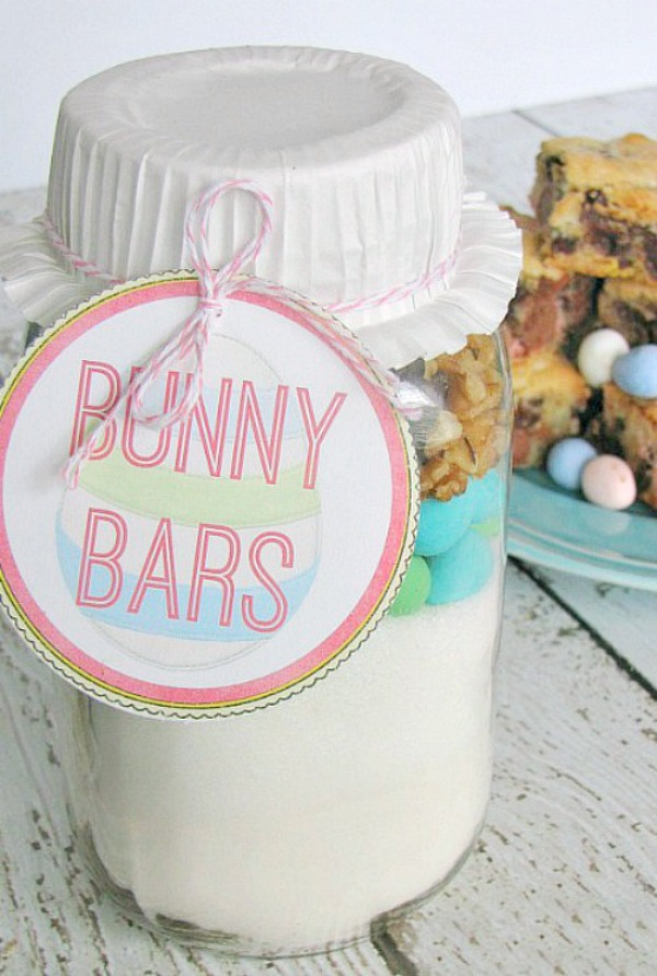 Mini-egg dessert bars packaged up in a mason jar for a hostess gift with free printable tags and recipe instructions.
