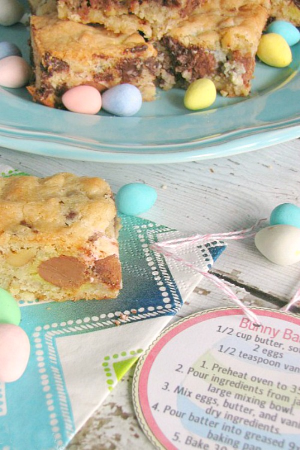 Mini egg dessert bars with free printable recipe tag.