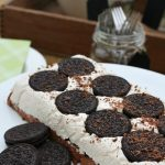 This no bake cookies and cream frozen dessert is simple to make and perfect for those warm spring and summer days! // cleanandscentsible.com