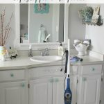 How to deep clean the bathroom. Great tips and a free printable to help keep you on track! // cleanandscentsible.com