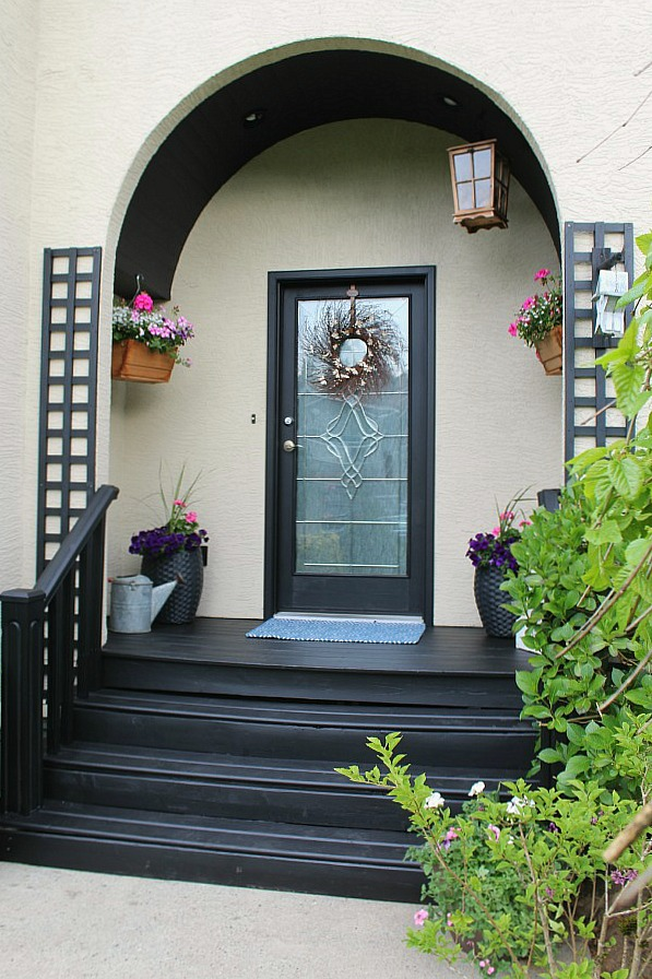 Love this beautiful summer front porch!