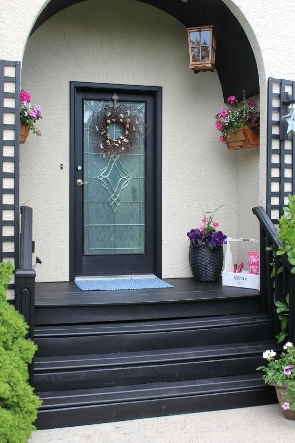 Beautiful front porch decorating ideas! // cleanandscentsible.com & Summer Front Porch Decor - Clean and Scentsible